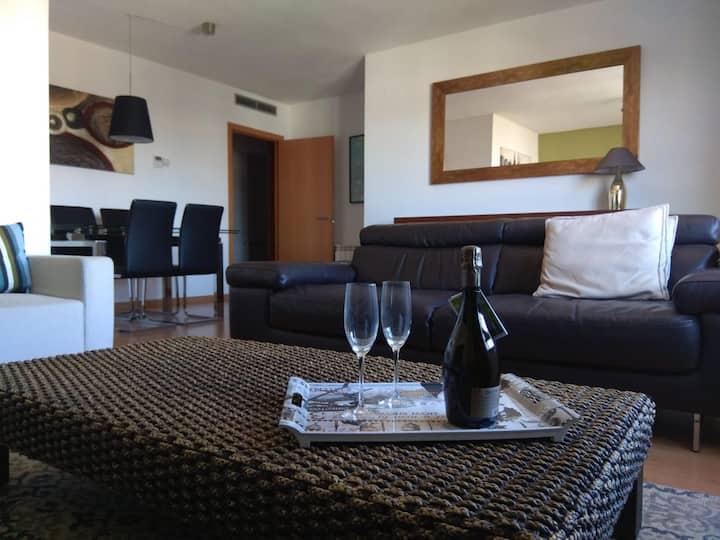 Apartamento nuevo, amplio(90m2) y cómodo.parking