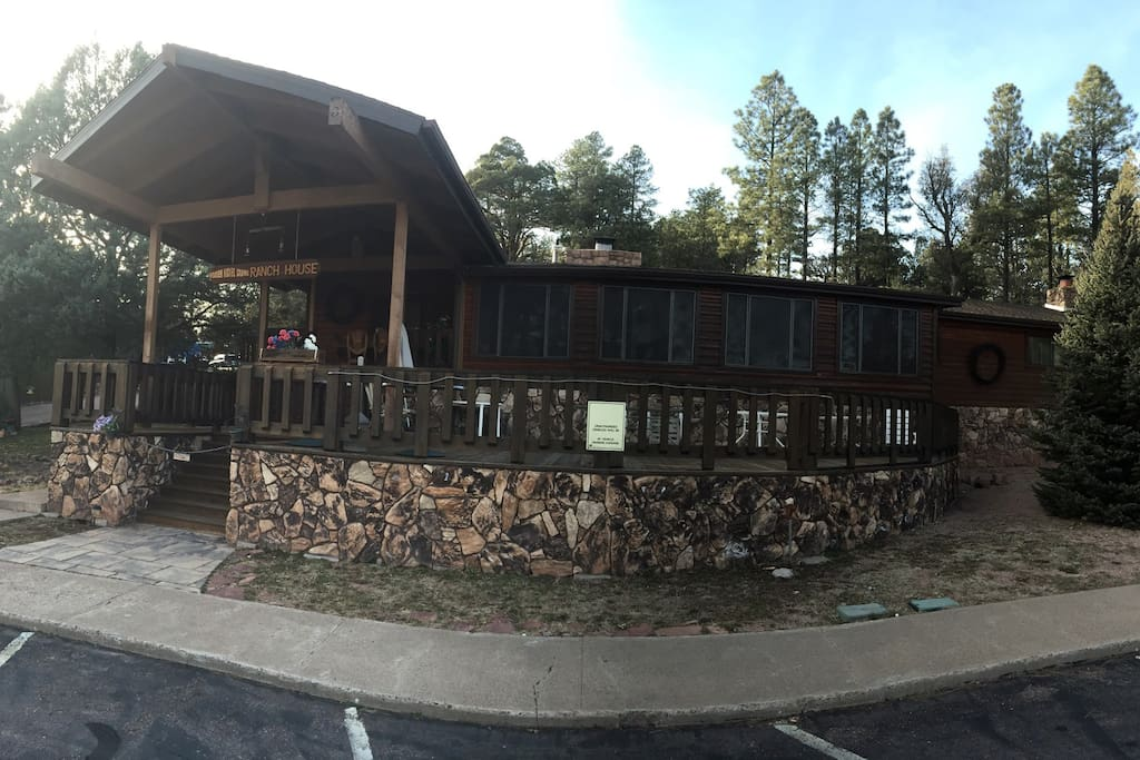 Wooden nickel 5 bed 4 ba lodge info listing only casas for Wooden nickel cabins