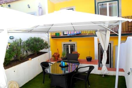 Central & Cosy Apartment w/ Terrace - Lisboa - Huoneisto