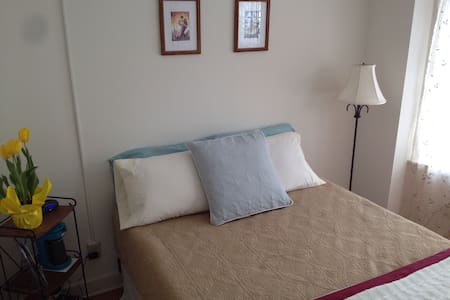 @WESLEYAN room & ensuite bath - Middletown - Ev