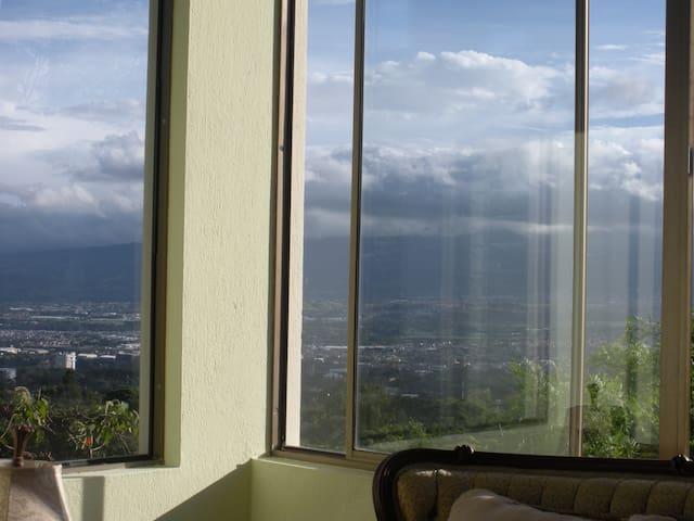 A million dollar view! - Escazu - Bed & Breakfast