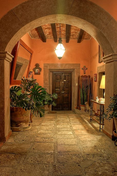 Guest suite in adobe hacienda guesthouses for rent in for Piani casa adobe hacienda