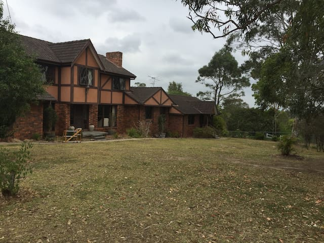 5 Bedroom, 3.5 Bathroom Country Escape on 5 Acres - Annangrove - Hus