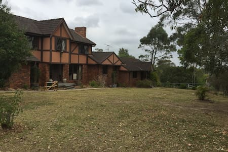 5 Bedroom, 3.5 Bathroom Country Escape on 5 Acres - Annangrove