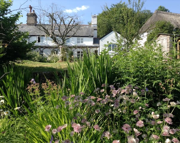 A magical garden room on Dartmoor - Widecombe in the Moor