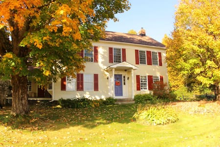 1806 farmhouse, B&B, H. Garden Room - Roxbury - Bed & Breakfast