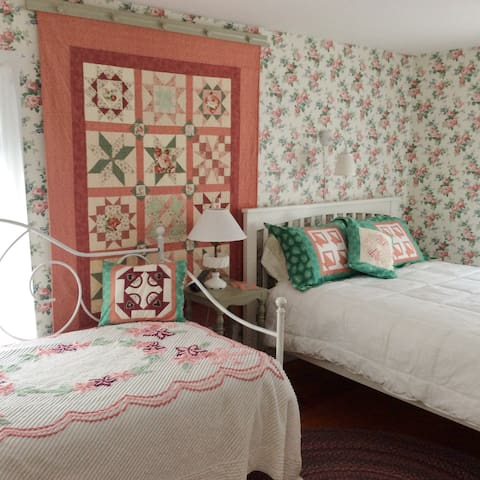Hilary's Garden Room, queen and twin bed, private bath