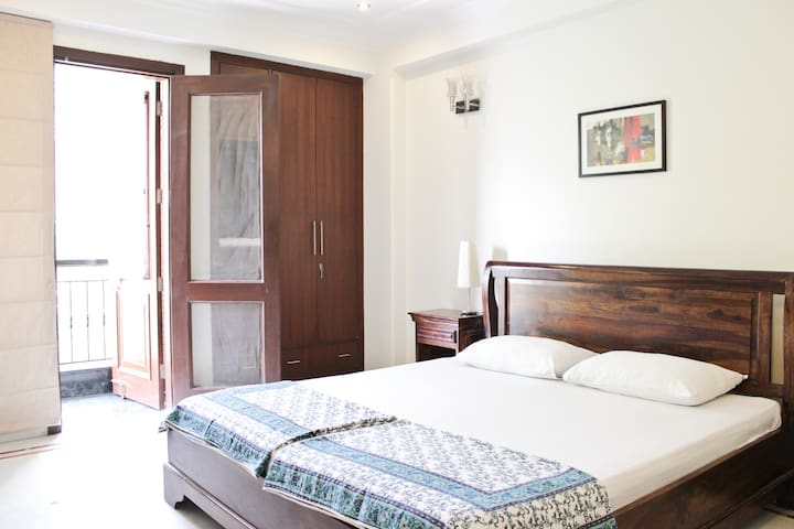 Safe, quiet and close to Saket Metro