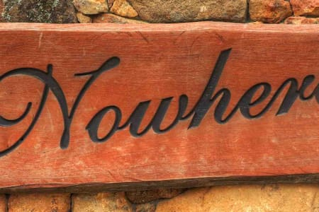 """Nowhere""  Boutique Guesthouse, Thredbo Valley NSW - Aamiaismajoitus"