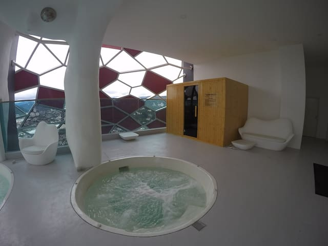 Sauna and Jacuzzi at Tower 1 Sky Bubble