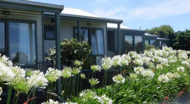 Relax & unwind at Omau Settlers Lodge...