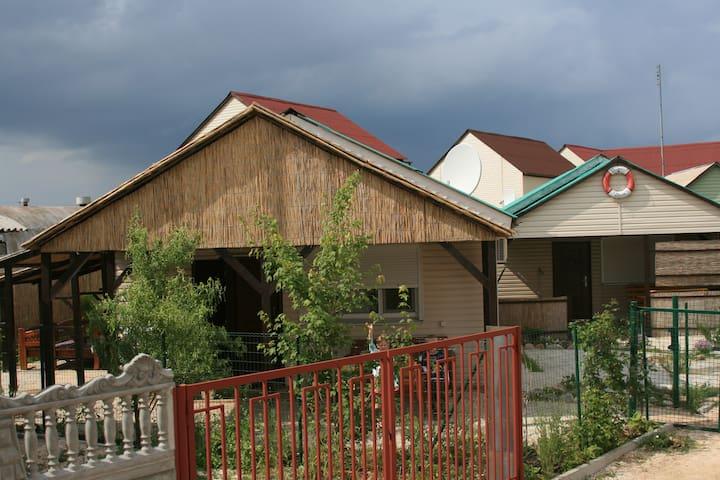 Уютный домик в Кириловке (федотова коса)