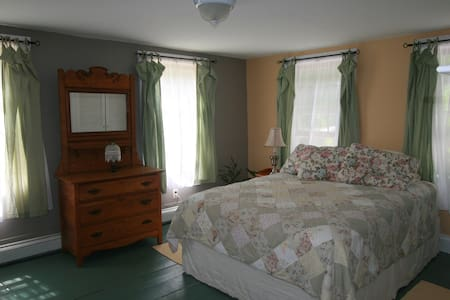 Guest Room in Renovated Farmhouse - Lovell - 独立屋