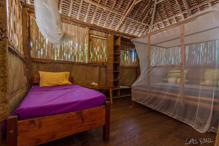 Diani Backpackers (garden cottage)
