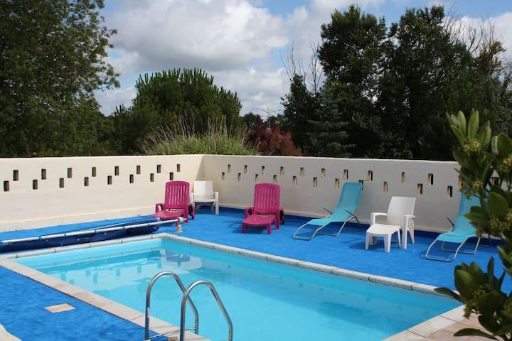 Gite avec piscine de juin à sept - La Garnache