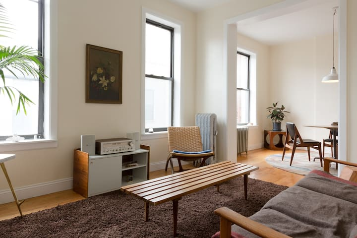 Cozy Midcentury Apartment in the Heart of Harlem