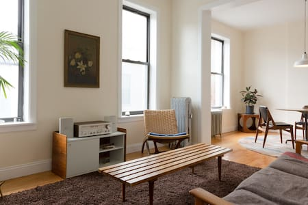 Cozy Midcentury Apartment in the Heart of Harlem - New York