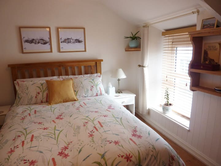 Private room with breakfast in centre of Narberth
