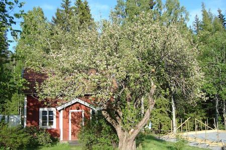 Enkel charmig stuga i Bergslagen - Lindesberg N - 小木屋