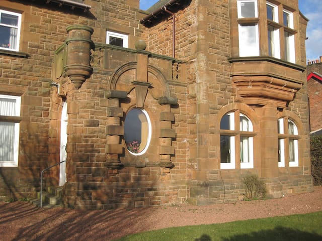 Spacious two bedroom flat near Royal Troon
