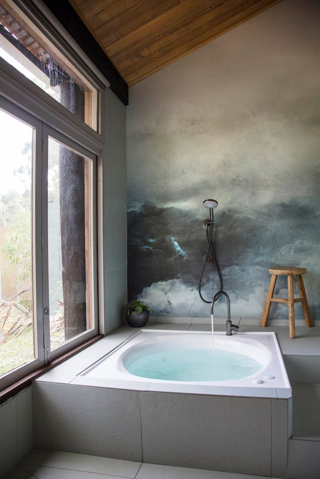 A Japanese sunken bath with view. A bath that fully immerses you for total relaxation.