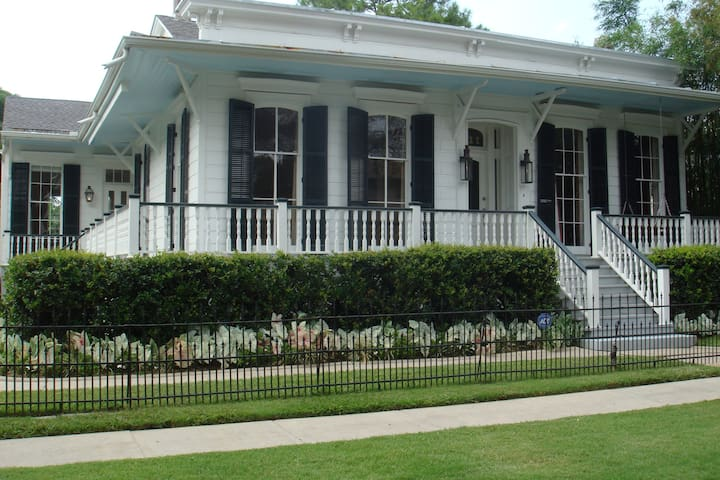 Memorable, Magical Garden District Home - New Orleans - House