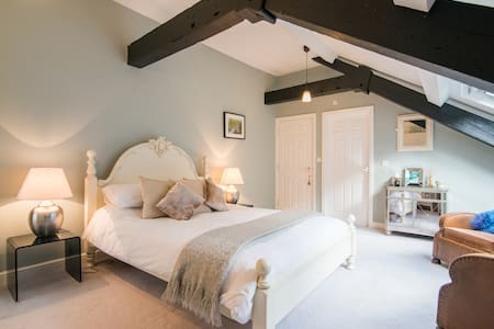 Luxury room in converted Cottonmill - Litton Mill