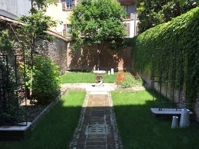 Suite Giardino Segreto, Centro Mantova - Mantova - Ház