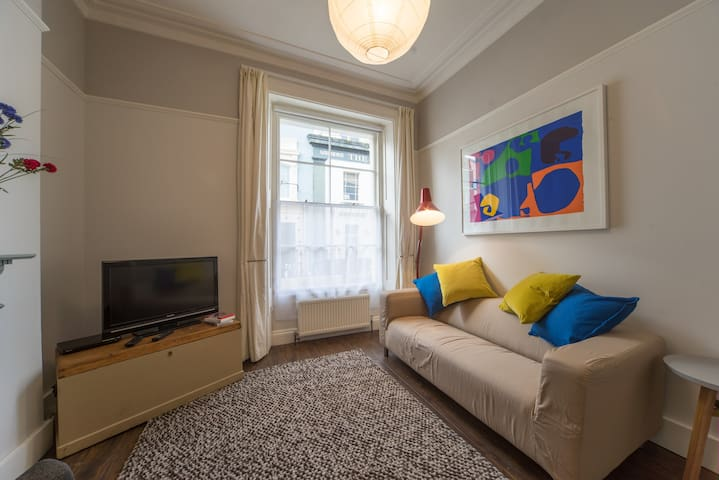 Gorgeous flat in Heart of Clifton - Brístol - Apartamento