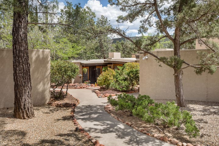 """A beautiful park-like setting within walking distance to theaters, great restaurants and nearby trails.  A surprisingly secluded feeling with activities close to """"home"""". Enjoy the beauty, adventure or a peaceful Sedona retreat here at the Casita ."""