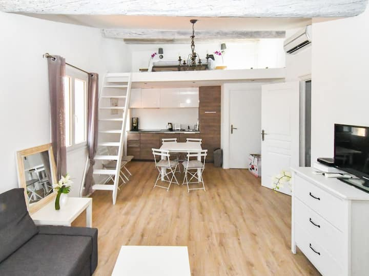 Bright 1br flat in the heart of Antibes, near beaches - W508