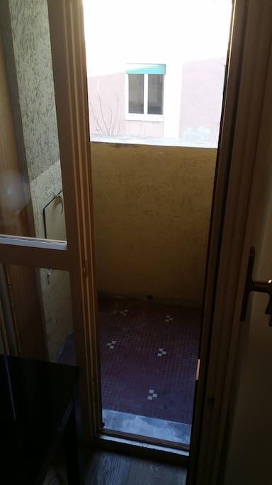 balconcino su tranquillo cortile interno