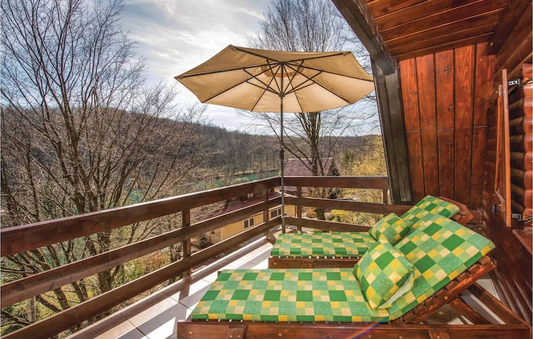 Holiday cottage with 2 bedrooms on 81 m² in Gornji Zvecaj