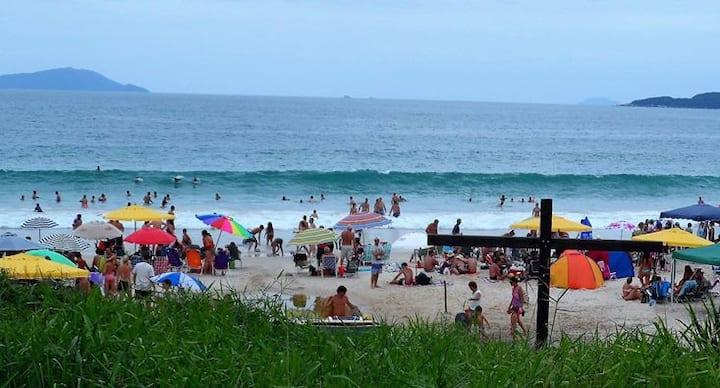Bombinhas -A 30 mts da praia 4 ilhas  Brasil. 6 e7