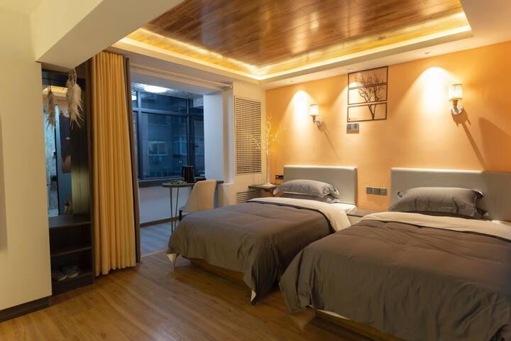 整套房间30平米,2张床,1.2x2.0米加厚床垫