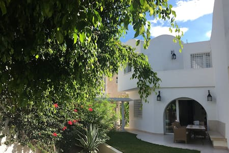 Belle villa avec piscine et à 5 min de la plage. - Dům