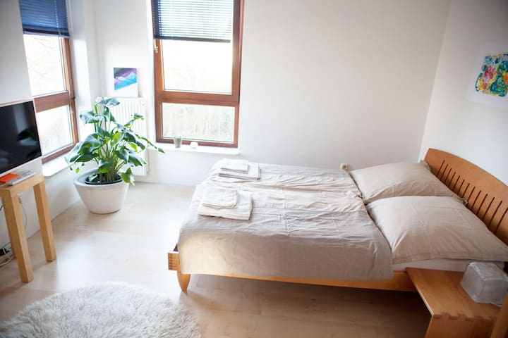 Three nice rooms in a cosy house with own bathroom - Oberhausen - Huis
