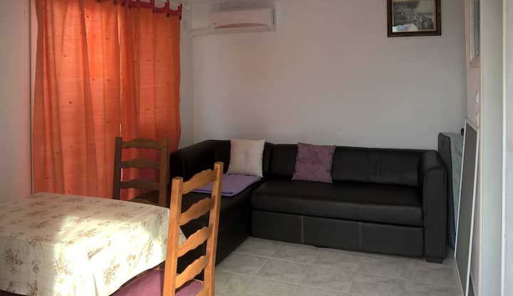 Studio apartment Katarina (Cesarica, Croatia)