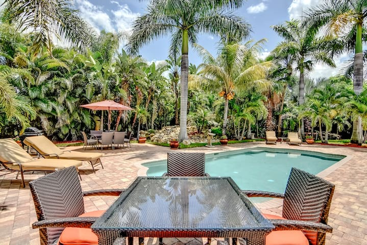 Pool Home Close to Downtown Naples & Beach