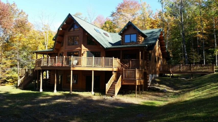 Warm yet Luxurious Loghome! - Bearsville - Hus