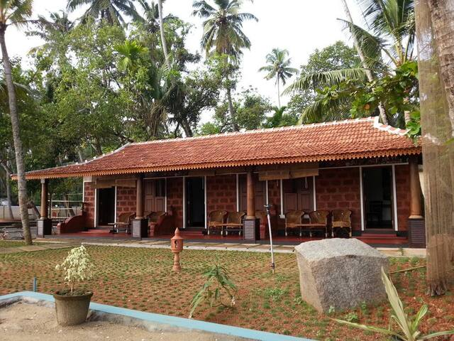 Fabulous Private room facing  Cherai Backwaters - Kerala - Pis