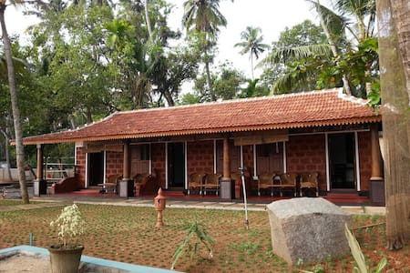 Fabulous Private room facing  Cherai Backwaters