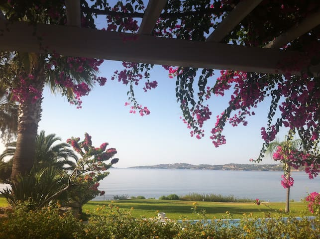 Beachfront Villa in Porto Heli - Petrothalassa - Βίλα