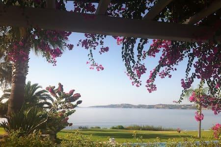 Beachfront Villa in Porto Heli - Petrothalassa
