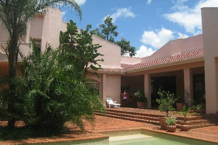 Bucknall Lodge, Khumalo, BULAWAYO - Bulawayo - Bed & Breakfast