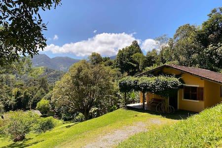 Casa com vista na montanha em São Francisco Xavier
