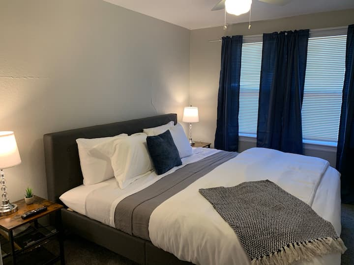 King Bed,  Pet Friendly in Denver - Unit 7390
