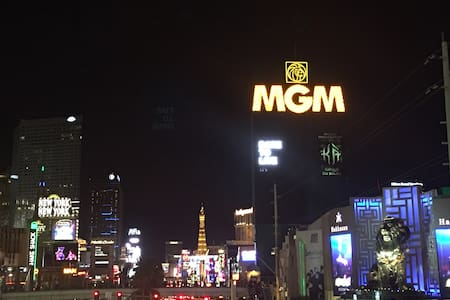 MGM Signature 2BR 3BA Penthouse Right On The Strip - Las Vegas - Condominio