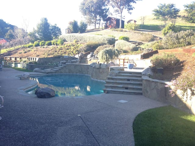 Private entry/ bath/ pool/ hot tub - Novato - Hus