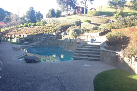 Private entry/ bath/ pool/ hot tub - Novato - Casa